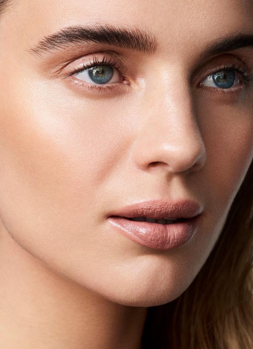 Shop the new HOURGLASS Highlight Stick at MECCA
